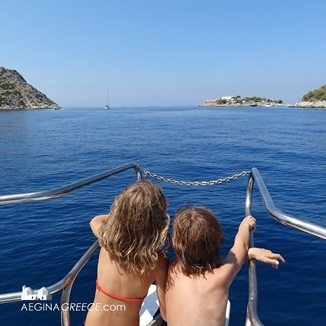Discover the waters around Aegina with the One Day Boat Cruis